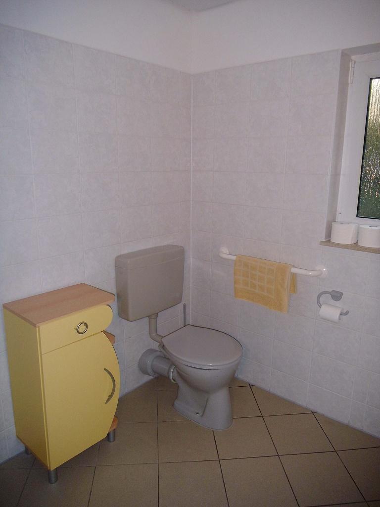 landhaus am teich rollstuhlfahrer. Black Bedroom Furniture Sets. Home Design Ideas